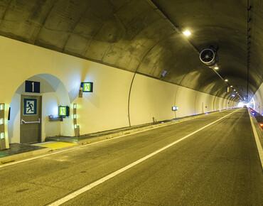 Аварийное освещение автотранспортных тоннелей